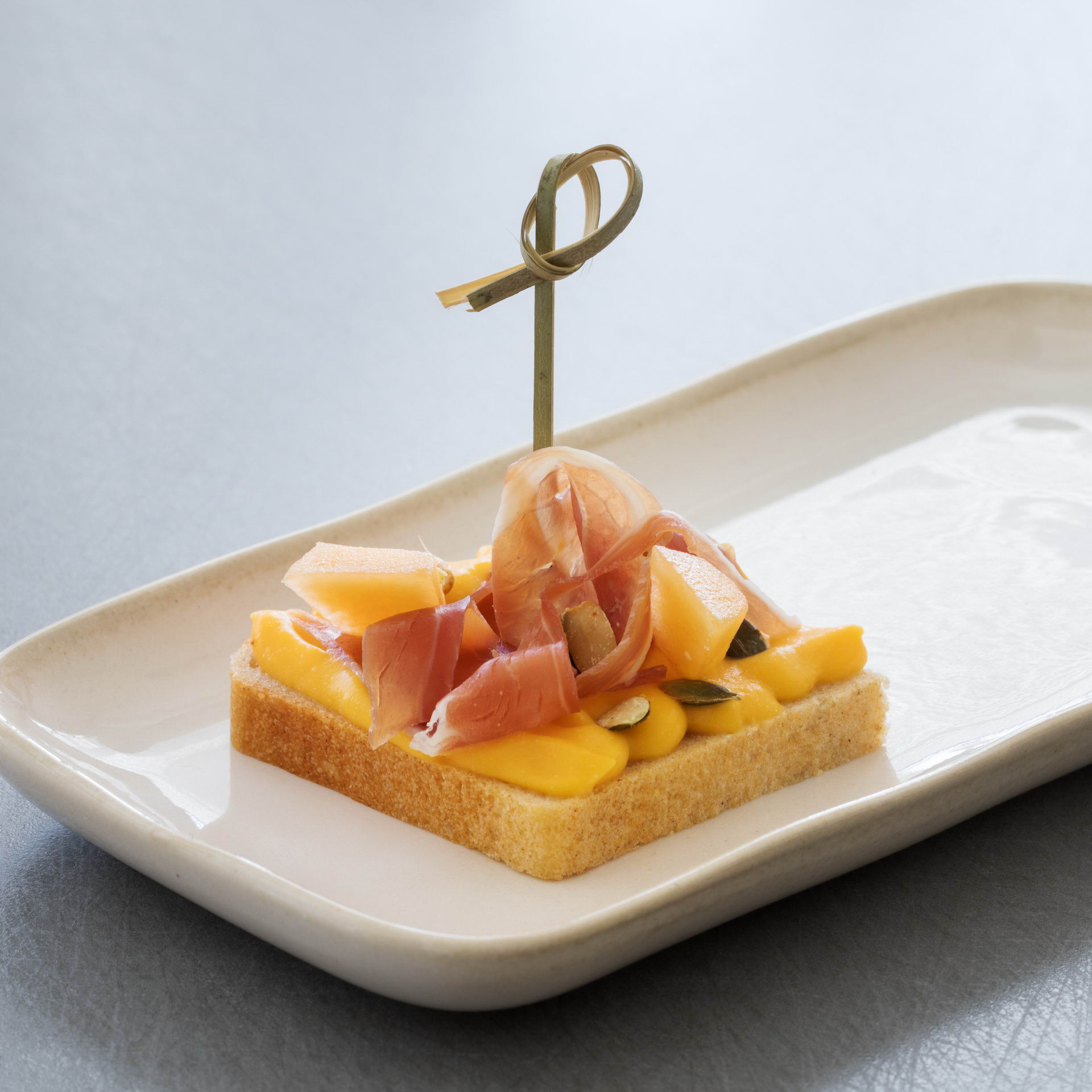 canape-with-parma-ham