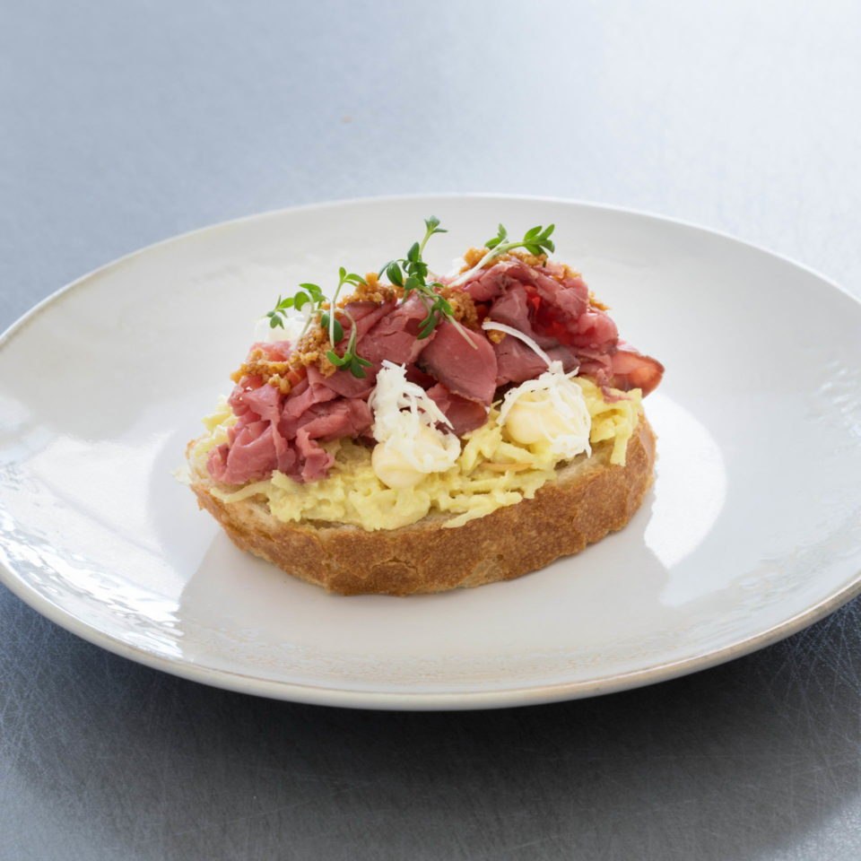 Open sandwich with roast beef