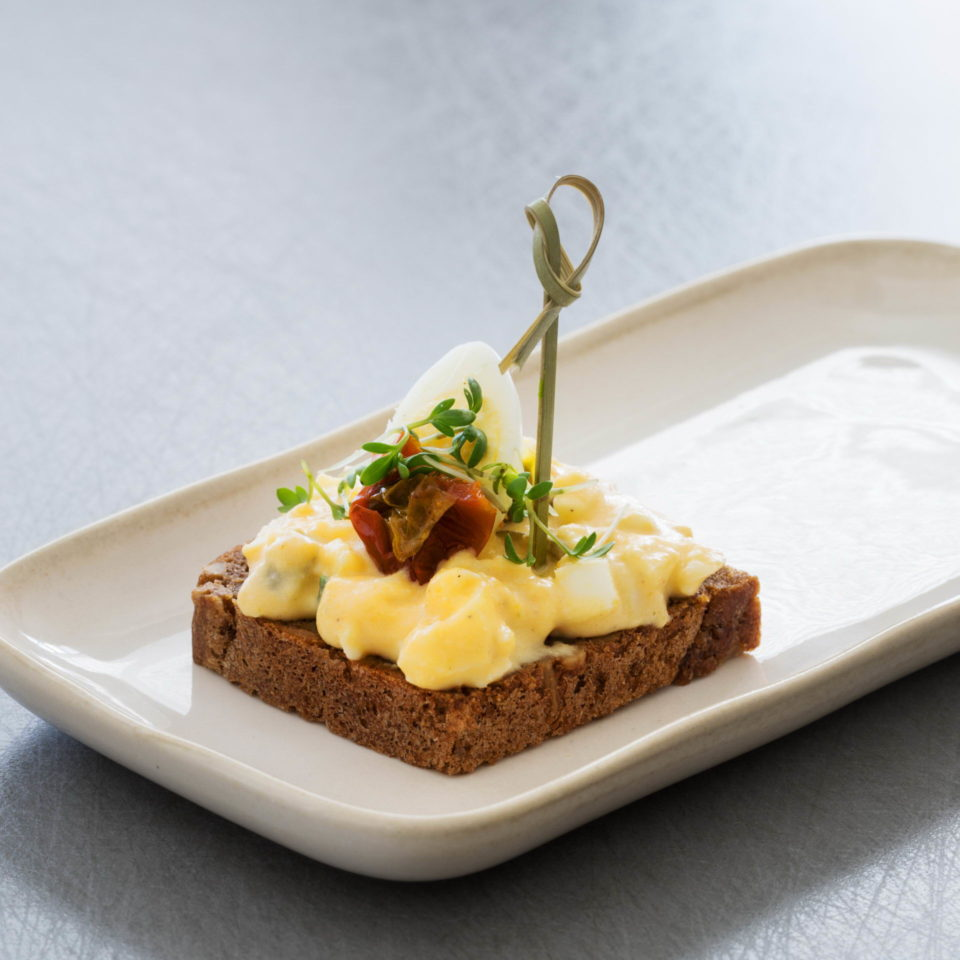 Canapé with eggs